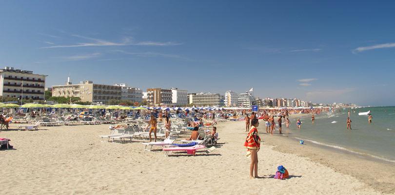 Spiagge di milano marittima libere attrezzate stabilimenti vip - Bagno paparazzi milano marittima ...
